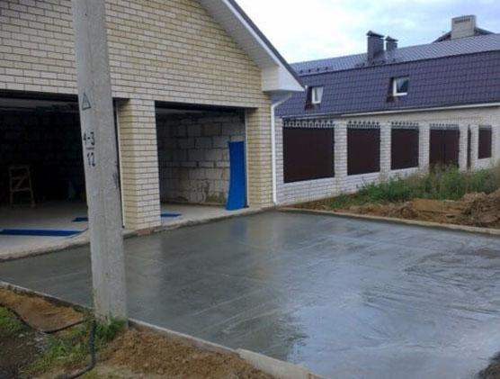 Бетонирование двора загородного дома самостоятельно: подготовка основания и этапы бетонирования